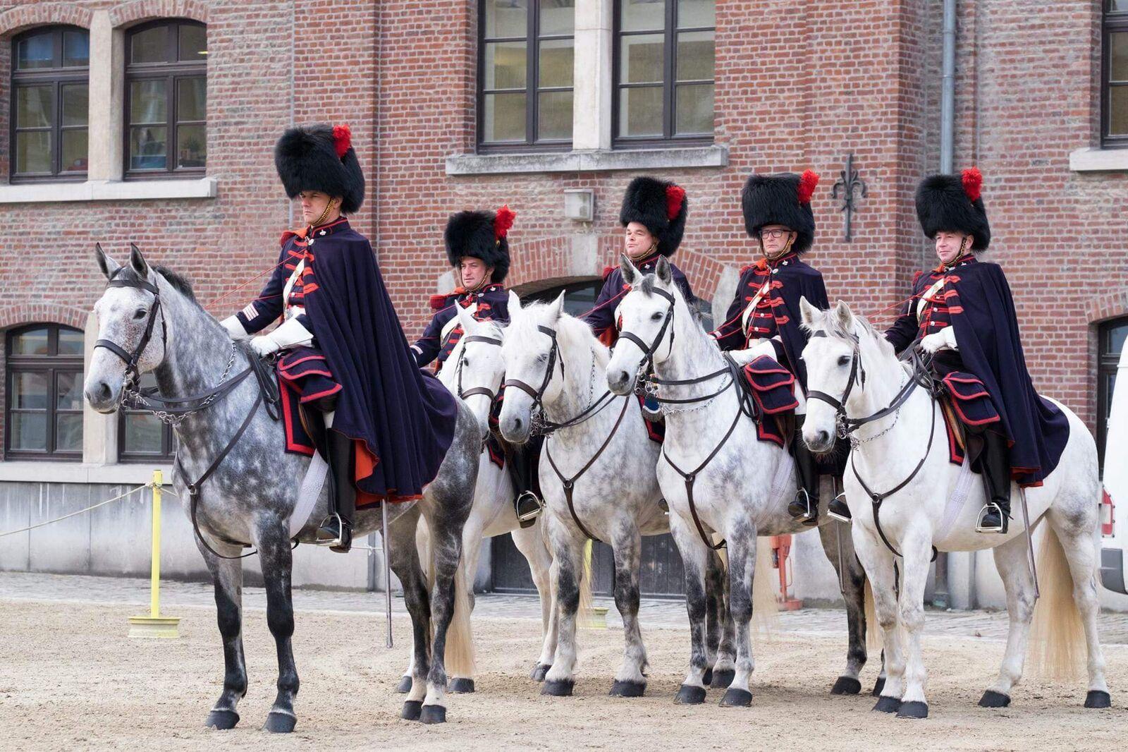 Koninklijke Escorte te paard op Taptoe Hamont